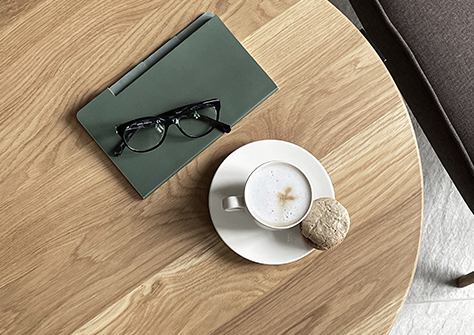 Stolik – do filiżanki kawy.